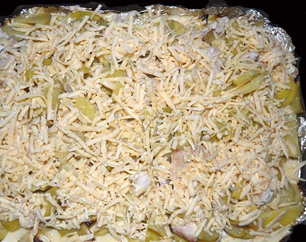 Посыпаем блюдо тертым твердым сыром