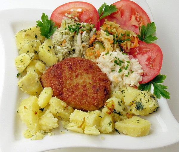 Как приготовить салат со свежей капустой с помидорами