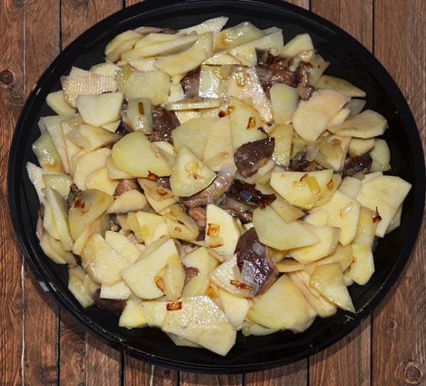 Запекаем картошку с грибами в духовке