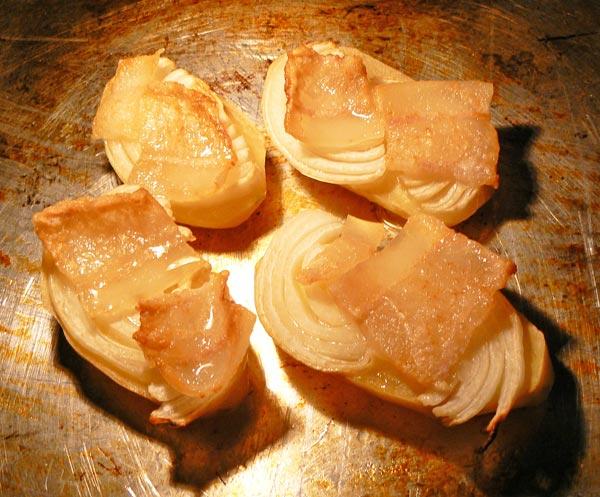 Запекаем картошку с салом и луком в духовке