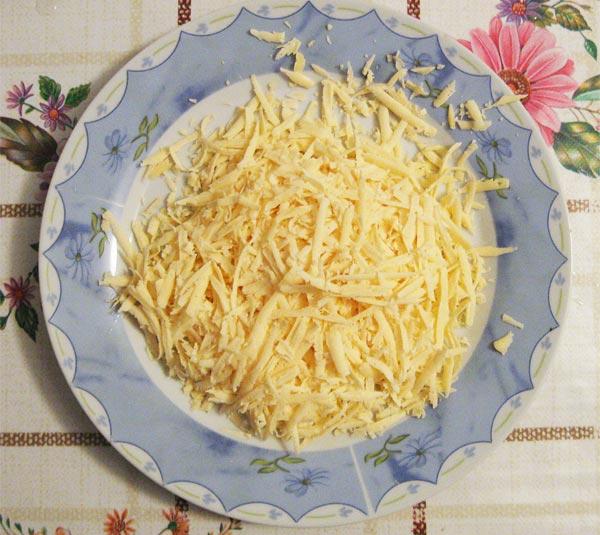 Натираем на терке сыр