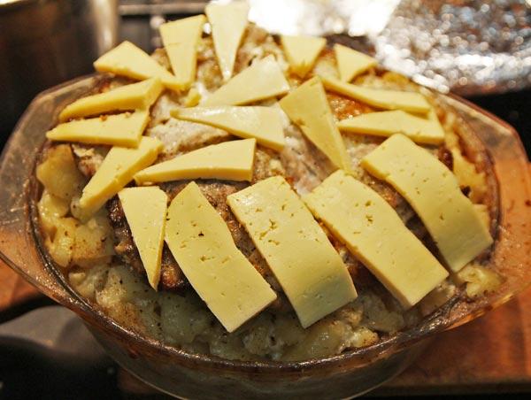 Готовое блюдо посыпаем тертым твердым сыром