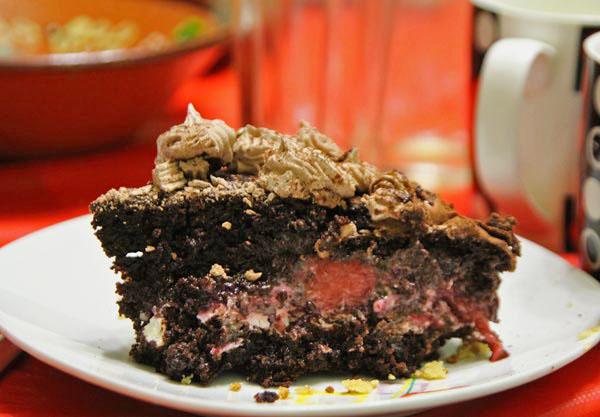 Украшаем торт заварным белковым кремом