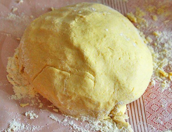 Замешиваем тесто для торта