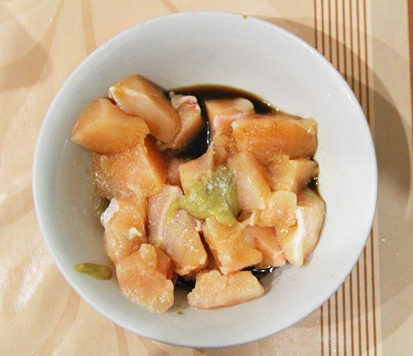 Куриное филе маринуем соевым соусом и горчицей
