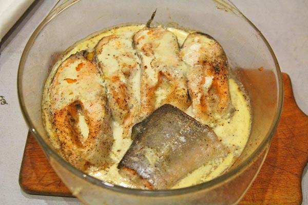 Семга запеченная в духовке со сметаной готова