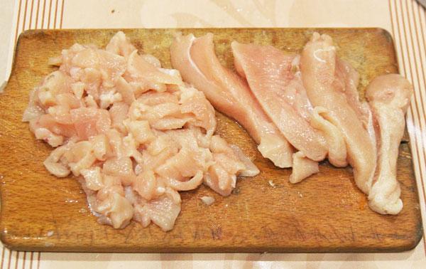Режем куриное филе для фарширования перцев
