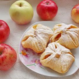 Выпечка из слоеного теста с яблоками