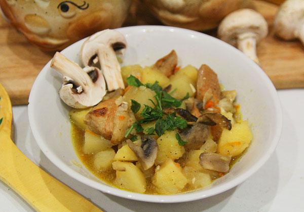 Жаркое с картошкой и грибами готово