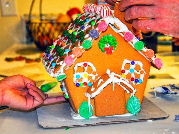 Имбирный пряничный домик готов