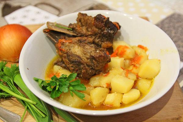 Ребра свиные с картошкой готовы